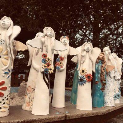 ceramiczne figurki aniołów