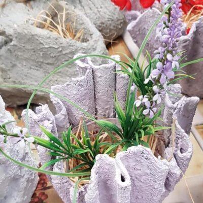 piękne gotowe donice z kwiatami