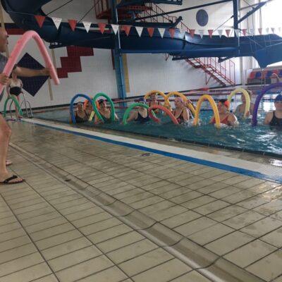 Zajęcia fitness na basenie