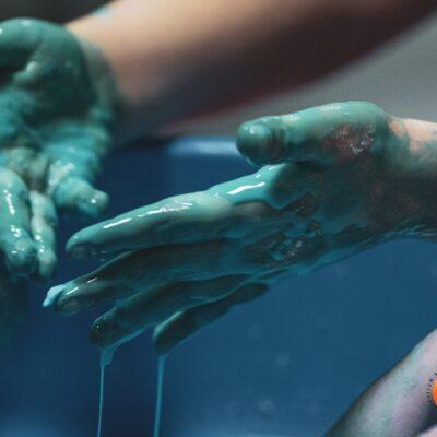 Zajęcia kreatywne i kolorowe ręce